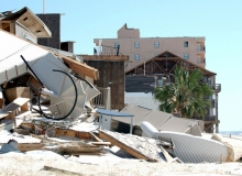 Debris and damage from Hurricane Ivan in Pensacola, Florida, Sept. 17, 2004 / / Jocelyn Augustino/FEMA/Wikimedia Commons